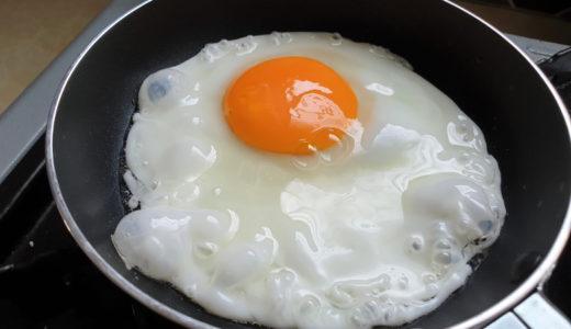 ミニフライパンでささっと目玉焼きを作る